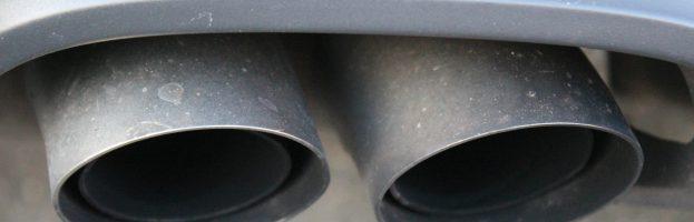 Fumée blanche à l'échappement : quelles sont les causes et comment les réparer ?