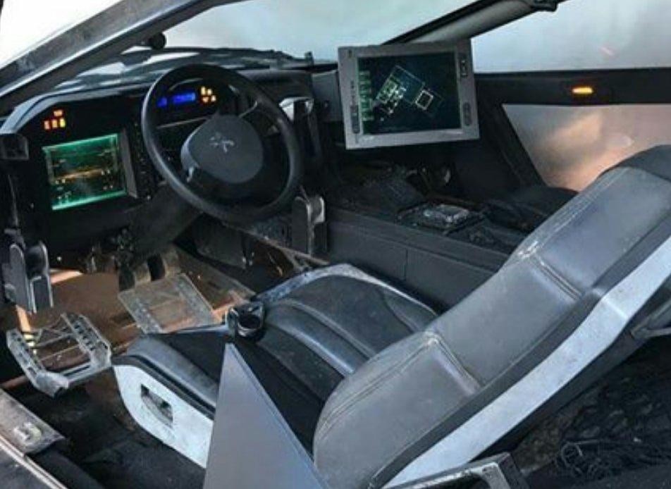 intérieur voiture dans blade runner 2049